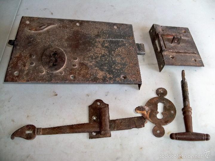 ANTIGUA CERRADURA DE HIERRO (Antigüedades - Técnicas - Cerrajería y Forja - Cerraduras Antiguas)