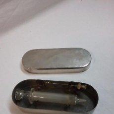 Antigüedades: ANTIGUA CAJA LATA METÁLICA DE AGUJAS Y JERINGUILLAS MÉDICAS . Lote 58302857