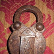 Antigüedades: RARO CANDADO DE RESORTE SECRETO DEL S. XVI. DECORACION ARQUITECTONICA. DE IMPORTANTE COLECCION. Lote 58359930
