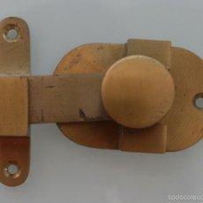 Antigüedades: ANTIGUO PESTILLO CERROJO DE SEGURIDAD DE PUERTA - DE METAL BRONCE MACIZO MUY PESADO - RARO. Lote 122037664