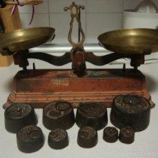 Antigüedades: BALANZA DE HIERRO Y PESAS. Lote 58568875