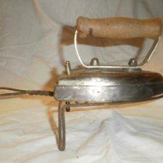 Antigüedades: PLANCHA ELECTRICA CON SOPORTE DE LOS AÑOS 50. Lote 58612804