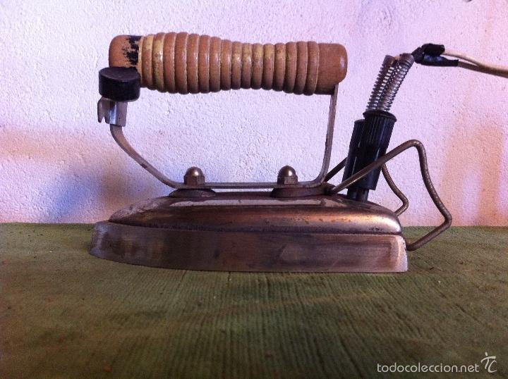 Antigüedades: PLANCHA ELECTRICA TIPICA ESPAÑOLA DE LOS AÑOS 50 Y 60 FUNCIONANDO (PEL25) - Foto 2 - 58665830