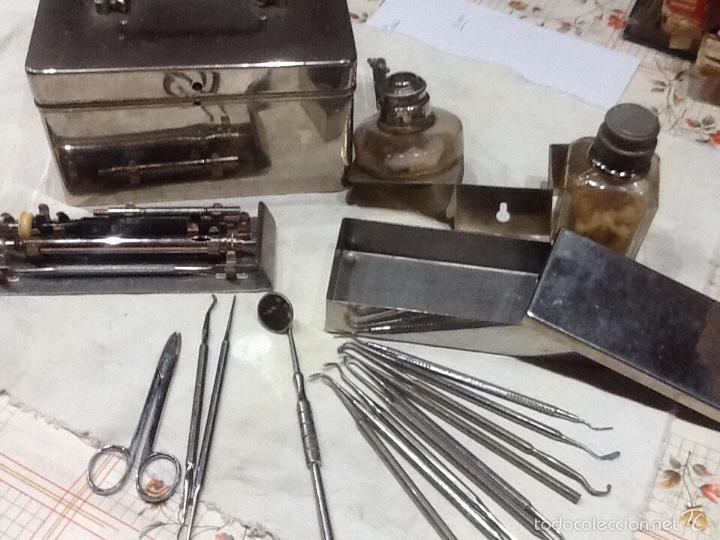 CAJA METÁLICA MEDICO CON INSTRUMENTAL , DENTISTA (Antigüedades - Técnicas - Herramientas Profesionales - Medicina)