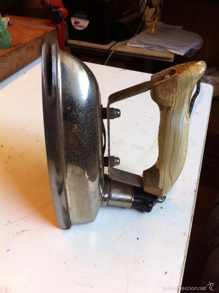 Antigüedades: PLANCHA ELECTRICA ALEMANA AEG CON SU CABLE Y FUNCIONANDO DE LOS AÑOS 50 (PEL24) - Foto 2 - 58808311