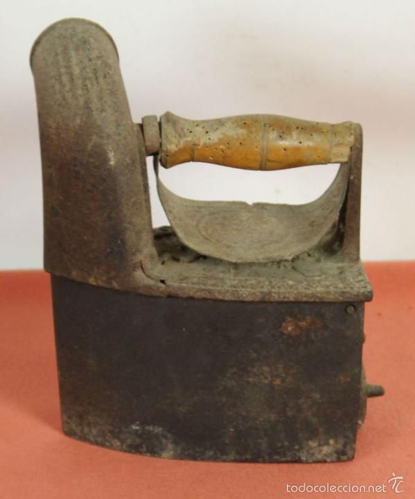Antigüedades: PLANCHA DE CARBÓN EN HIERRO DE FUNDICIÓN. FRABICANTE CC. ESPAÑA. PRINC. S. XX. - Foto 2 - 59011760