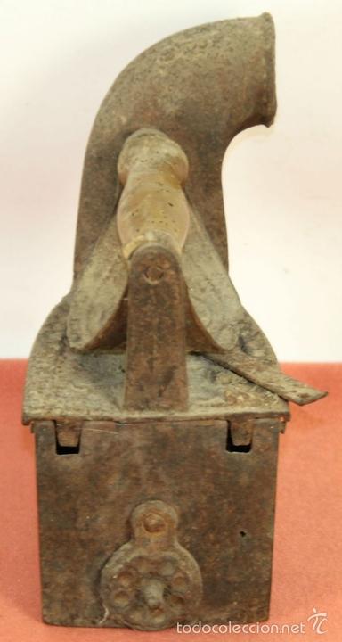 Antigüedades: PLANCHA DE CARBÓN EN HIERRO DE FUNDICIÓN. FRABICANTE CC. ESPAÑA. PRINC. S. XX. - Foto 5 - 59011760