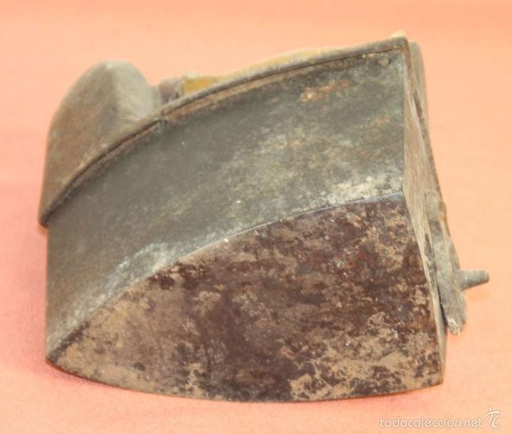 Antigüedades: PLANCHA DE CARBÓN EN HIERRO DE FUNDICIÓN. FRABICANTE CC. ESPAÑA. PRINC. S. XX. - Foto 9 - 59011760