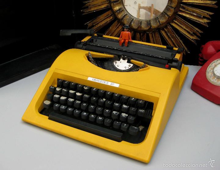 IMPOSIBLE! MAQUINA DE ESCRIBIR ANTIGUA OLIVETTI MERCEDES 30 AMARILLA VINTAGE POP DECORACION (Antigüedades - Técnicas - Máquinas de Escribir Antiguas - Olivetti)