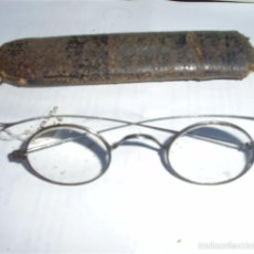 Antigüedades: LENTES O GAFAS SOBRE 1920, REPARADAS EN EPOCA TOSCAMENTE , FUNDA ORIGINAL. Lote 59409520