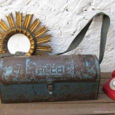 Antigüedades: GRAN CAJA HERRAMIENTAS ANTIGUAS BOLSO TIPO BAUL DE FONTANERO HECO DECORACION INDUSTRIAL O USO. Lote 59685711