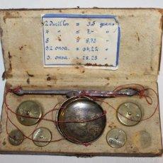 Antigüedades: BALANZA DE PRECISIÓN PARA MONEDAS DE ORO - SIGLO XVIII-XIX - CAJA DE MADERA FORRADA. Lote 59785832
