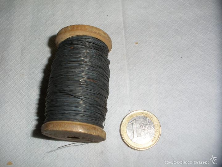 ANTIGUO ROLLO DE HILO METALICO USADO EN ANTIGUOS FUSIBLES ELECTRICOS (Antigüedades - Técnicas - Herramientas Profesionales - Electricidad)