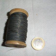 Antigüedades: ANTIGUO ROLLO DE HILO METALICO USADO EN ANTIGUOS FUSIBLES ELECTRICOS. Lote 59959387