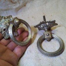 Antigüedades: PAREJA ANTIGUOS TIRADORES BRONCE TIPO ALDABA ANILLA. Lote 60265607