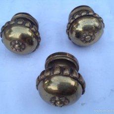 Antigüedades: TRES POMOS GALLONADOS DE BRONCE. Lote 60458119