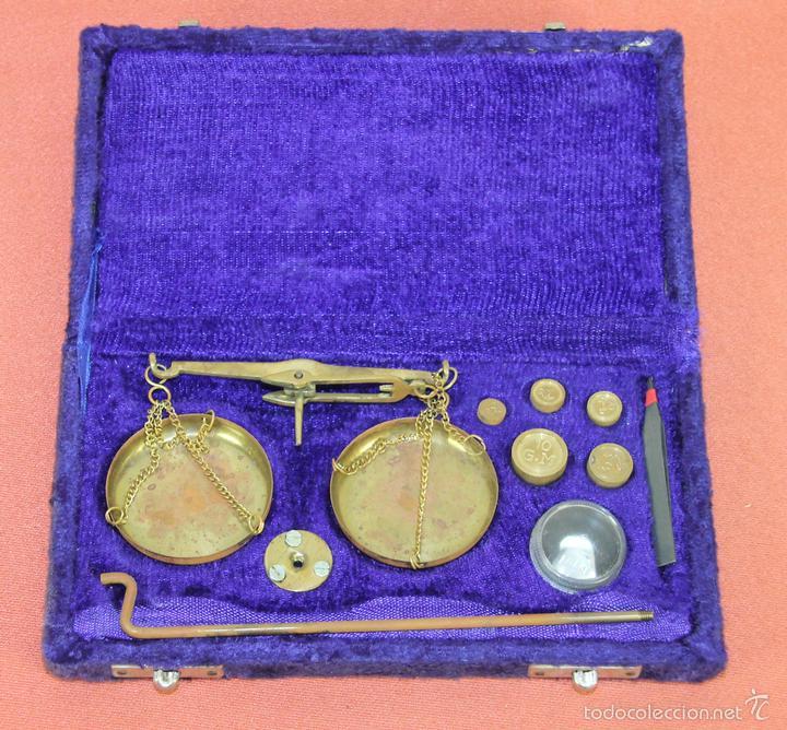 BALANZA QUILATERA EN LATÓN. ESPAÑA. CIRCA 1950. (Antigüedades - Técnicas - Medidas de Peso - Balanzas Antiguas)