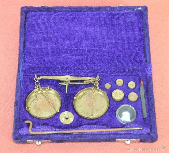 Antigüedades: BALANZA QUILATERA EN LATÓN. ESPAÑA. CIRCA 1950. - Foto 2 - 60496443