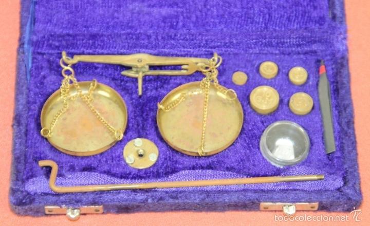 Antigüedades: BALANZA QUILATERA EN LATÓN. ESPAÑA. CIRCA 1950. - Foto 3 - 60496443