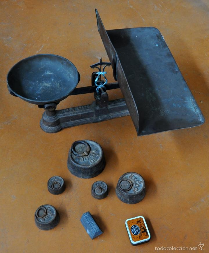 GIGANTESCA BALANZA EN HIERRO CON VARIOS PESOS. SIGLO XIX (Antigüedades - Técnicas - Medidas de Peso - Balanzas Antiguas)