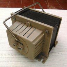 Antigüedades: TRANSFORMADOR DE CORRIENTE ALTERNA 125V A 220V. 650W. ZIMMER. ADAPTADOR DE ELECTRICIDAD. FUNCIONA.. Lote 60551511