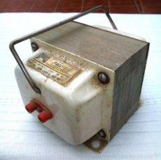 Antigüedades: TRANSFORMADOR DE CORRIENTE ALTERNA 125V A 220V. 750W. FRATER. ADAPTADOR ANTIGUO. FUNCIONA.. Lote 60551627