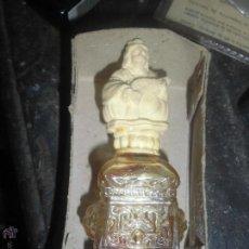Antigüedades: ANTIGUA BOTELLA PERFUME TAPON FIGURA TROBADOR RENACENTISTA CON MARCA EN RELIEVE CONSERVA OLOR. Lote 46380613