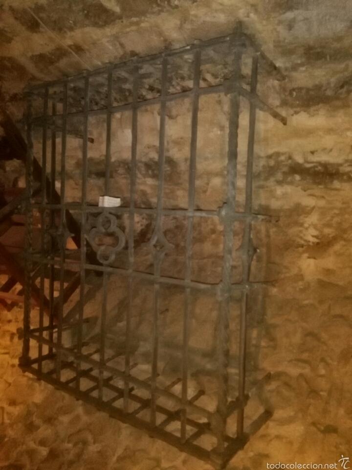 Antigüedades: Reja siglo XVI de forja - Foto 9 - 60649482