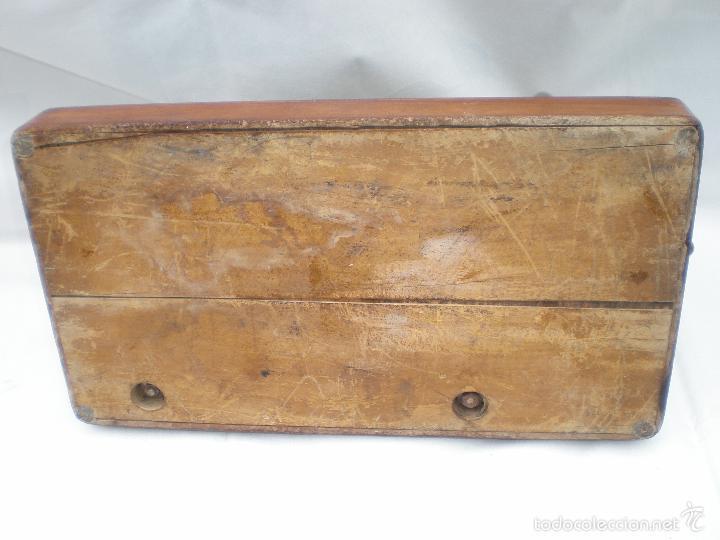 Antigüedades: MÁQUINA DE COSER *SINGER* PORTÁTIL, CON SU TAPA, REFERENCIA: F1880713 DE 1874, LARGO 44 x 23,8 ANCHO - Foto 11 - 60957099