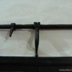 Antigüedades: ANTIGUO PESTILLO O CERROJO DE FORJA. Lote 60958423