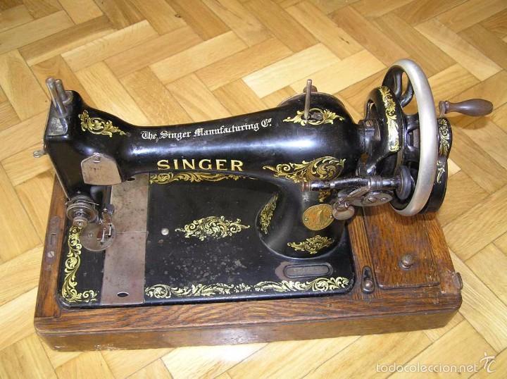 MAQUINA DE COSER SINGER 28K DE MANIVELA - PORTATIL - CON SU TAPA (Antigüedades - Técnicas - Máquinas de Coser Antiguas - Singer)