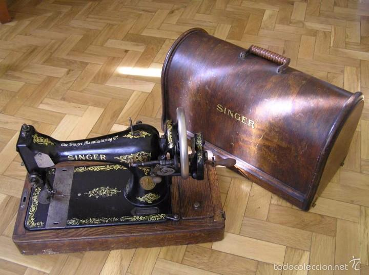 Antigüedades: MAQUINA DE COSER SINGER 28K DE MANIVELA - PORTATIL - CON SU TAPA - Foto 3 - 60987231