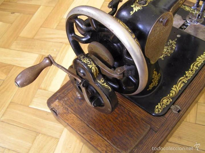 Antigüedades: MAQUINA DE COSER SINGER 28K DE MANIVELA - PORTATIL - CON SU TAPA - Foto 11 - 60987231