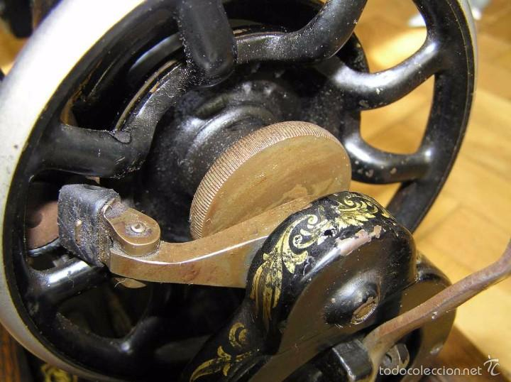 Antigüedades: MAQUINA DE COSER SINGER 28K DE MANIVELA - PORTATIL - CON SU TAPA - Foto 15 - 60987231