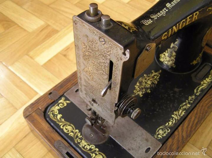 Antigüedades: MAQUINA DE COSER SINGER 28K DE MANIVELA - PORTATIL - CON SU TAPA - Foto 40 - 60987231