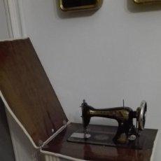Antigüedades: ANTIGUA MAQUINA DE COSER SINGER ESFINGE CHALK PAINT. Lote 147062741