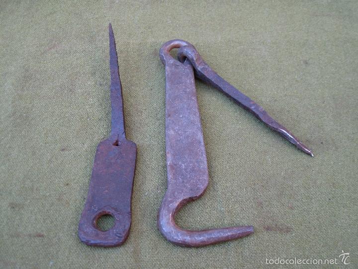 Antigüedades: PESTILLO ANTIGUO EN HIERRO FORJADO. - Foto 2 - 61107979