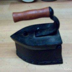 Antigüedades: PEQUEÑA PLANCHA A CARBON. Lote 61395327