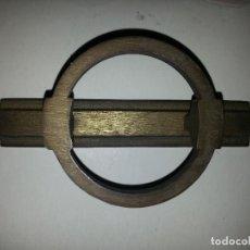 Antigüedades: ANTIGUO TIRADOR METAL GRAN RELIEVE VINTAGE . METAL . SUJECCION 1 PUNTO CENTRAL . Lote 61485427