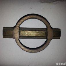 Antigüedades: ANTIGUO TIRADOR METAL GRAN RELIEVE VINTAGE . METAL . SUJECCION 1 PUNTO CENTRAL . Lote 61485471