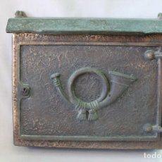 Antiquités: FANTÁSTICO ANTIGUO BUZÓN DE CORREOS PARA PARED, EN BRONCE . Lote 61710564