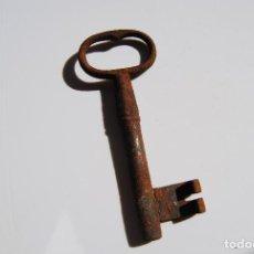 Antigüedades: LLAVE ANTIGUA DE HIERRO DE GRAN TAMAÑO. Lote 61908176
