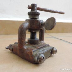 Antigüedades: ANTIGUO TORNILLO CORTATUBOS - HERRAMIENTA TUBO ABOCARDADOR - MFG USA IMPERIAL BRASS CHICAGO - 40,S. Lote 61918424