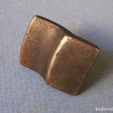 Antigüedades: HERRAMIENTA DE HIERRO PARA FORJA O ESCAYOLA (2X2X3CM APROX). Lote 62073212
