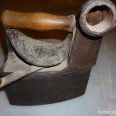 Antigüedades: PLANCHA DE CARBÓN CON CHIMENEA . Lote 62087868