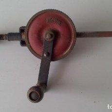 Antigüedades: TALADRO MANUAL/ BERBIQUI AÑOS 50, MARCA ALCYON. Lote 63018248