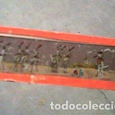 Antigüedades: CRISTAL PINTADO DE LINTERNA MÁGICA SIGLO XIX - 11 POR 2,90 CM - CIGUEÑAS VESTIDAS DE MILITARES. Lote 63023888