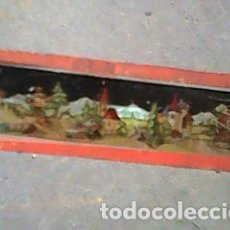 Antigüedades: CRISTAL PINTADO DE LINTERNA MÁGICA SIGLO XIX - 11 POR 2,90 CM - CASAS EN EL CAMPO. Lote 63023972