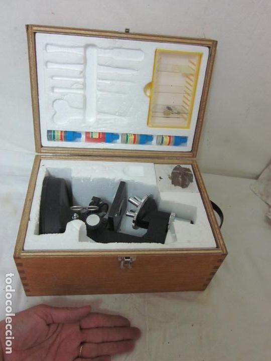 MICROSCOPIO EN SU CAJA ORIGINAL (Antigüedades - Técnicas - Instrumentos Ópticos - Microscopios Antiguos)