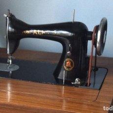 Antigüedades: MAQUINA DE COSER MARCA ALFA, MODELO 20 DEL AÑO 1930. Lote 63340076